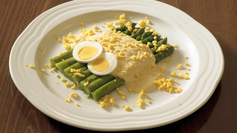 489-asparagi-spuma-tonnata-e-uovo-mimosa